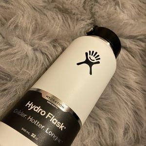White hydro flask 32oz NWT